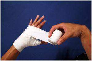 Cách quấn tay boxing đúng chuẩn để bảo vệ đôi tay khi tập luyện
